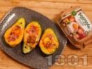 Рецепта Печено авокадо пълнено с бекон и яйца